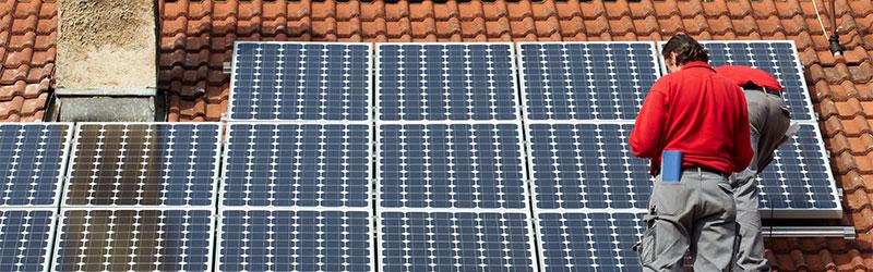 Zonnepanelen reinigen - De Jong Schoonmaak en Bedrijfsdiensten
